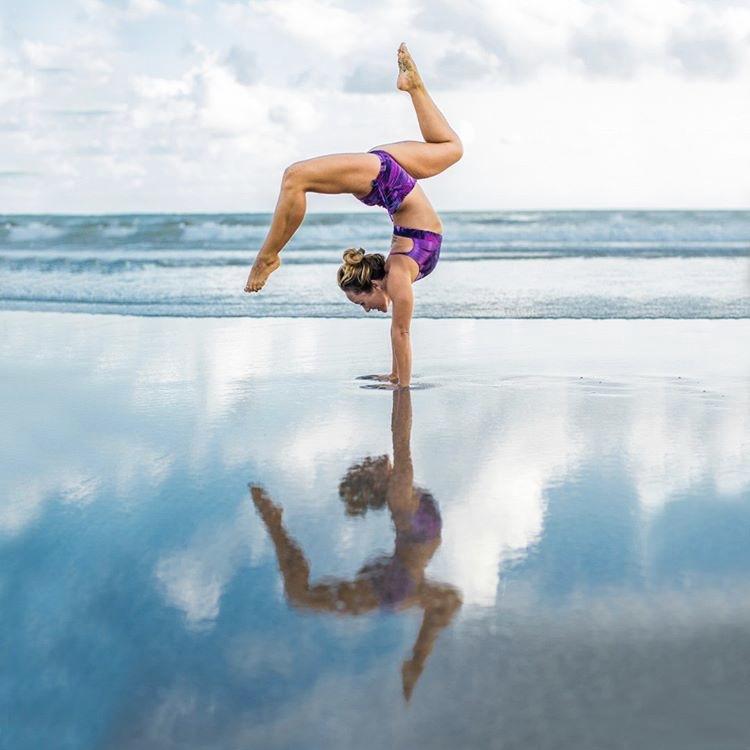 Shine Shorts Pink Forest Yogashorts yogakleding Liquido Kino OmStars